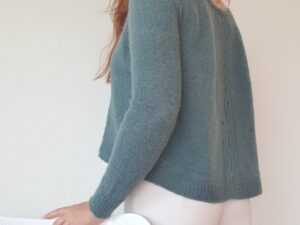 Slingra sweater a beautiful light sweater in Dry desert Camel by Frida